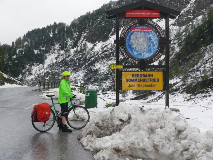 Obertauern ist Ende Mai leblos und zeigt die Sünden des Skitourismus - nicht nur wegen des Schnees.