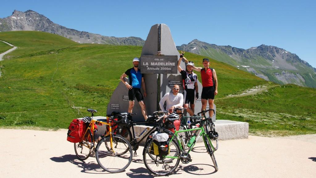 Hochstimmung nach 24km Anstieg zum Col de la Madeleine auf 2000m Höhe