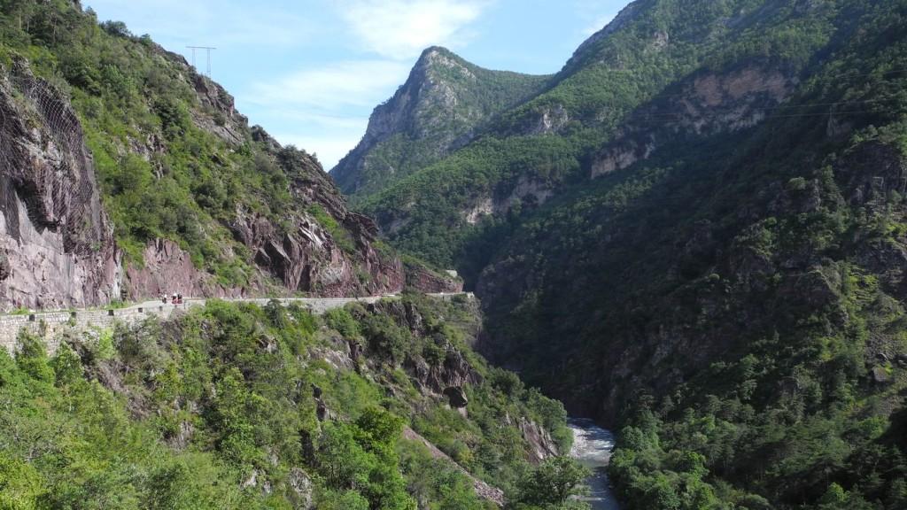 Das Tal der Tinée - sehenswert und ein Traum für Radler: es geht immer bergab.