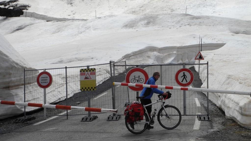 Die letzten 600m hoch zum Galibier sind offiziell gesperrt