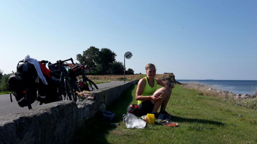"""""""Brotzeit ist die schönste Zeit""""! ... vor allem bei diesem Wetter und dieser Aussicht auf der Radtour"""
