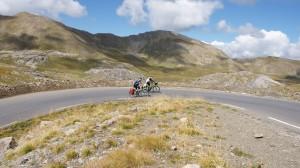 Schon ganz schön weit oben - immer wieder ein neuer, grandioser Ausblick auf über 2.000 m Höhe - Dirk und Thomas