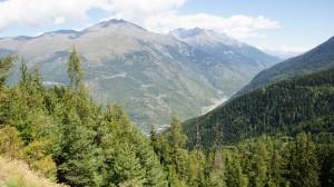 Blick zurück ins Tal bei der Auffahrt zum Col du Télégraphe. Kurz davor waren wir noch in der Ortschaft ganz da unten ...